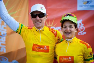 Jaroslav Kulhavý a Tereza Huříková po první etapě ve žlutém