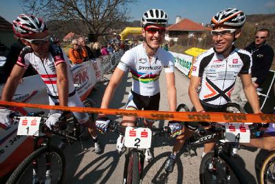 Dobrá nálada před startem - Karl Markt, Jaroslav Kulhavý a Thomas Litscher