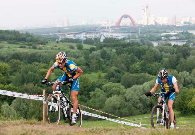 Emil Lindgren s olympijským stadionem v Moskvě