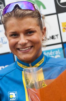 Sedmnáctiletá blondýnka ze Švédska budí u mužů velkou pozornost