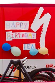 narozeninová párty v týmu Specialized Racing