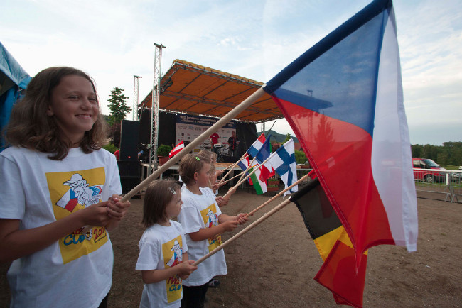 Vlajkonoši byli děti ze základní školy z Jablonného