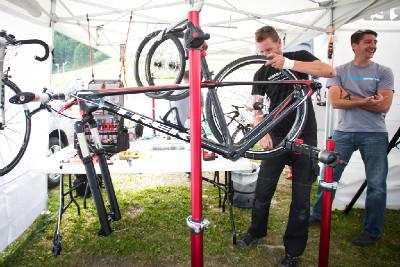 tady vzniká bike pro Kanaďanku Emily Batty