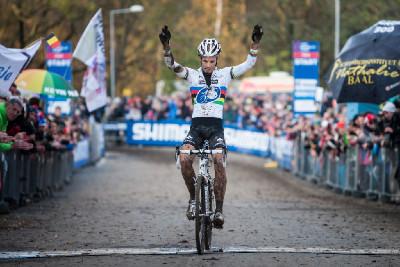 Niels Albert vítězí