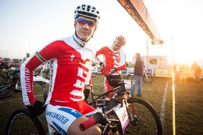 Jaroslav Kulhavý a Christoph Sauser na startu maratonu