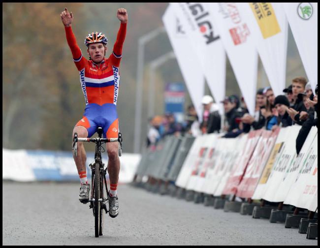 Mike Teunissen vítězí v kategorii U23