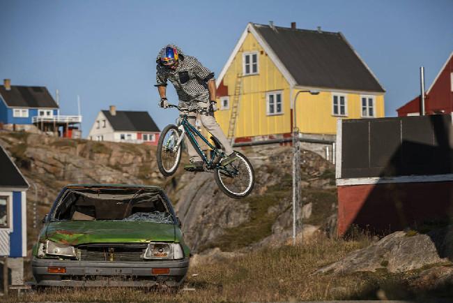 Petr Kraus v Grónsku street v Sisimiutu