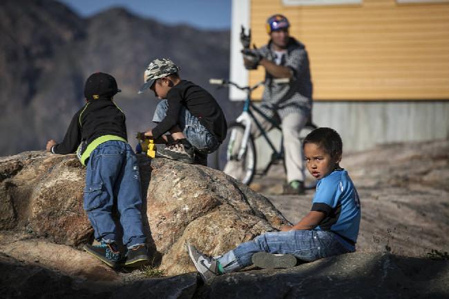 Petr Kraus v Grónsku - hrátky s dětmi