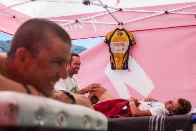 Burry Stander a sranda při masáží (Cape Epic 2012)