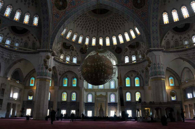 Mešita v centru Ankary - polední motlitba