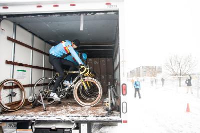 belgičané vyměnili campery za kamion