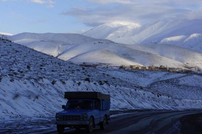 Pod Damavandem na cestě do Teheranu