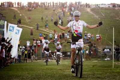 Christoph Sauser vítězí