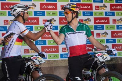 Manuel Fumic a Marco Fontana na startu prvního Cape Epicu
