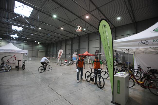 Expozice na veletrhu ForBikes 2013 - testování elektrokol