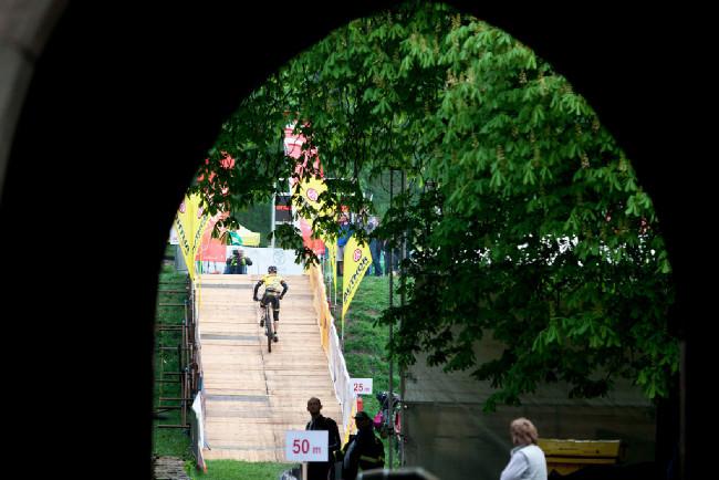 organizátoři znovu zpestřili průjezd hradem o umělý výjezd