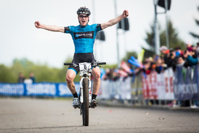 Jens Schuermans vyhrává závod do 23 let