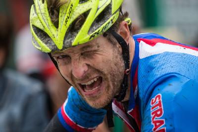 Kristián Hynek dojíždí vyčerpaný na 4. místě