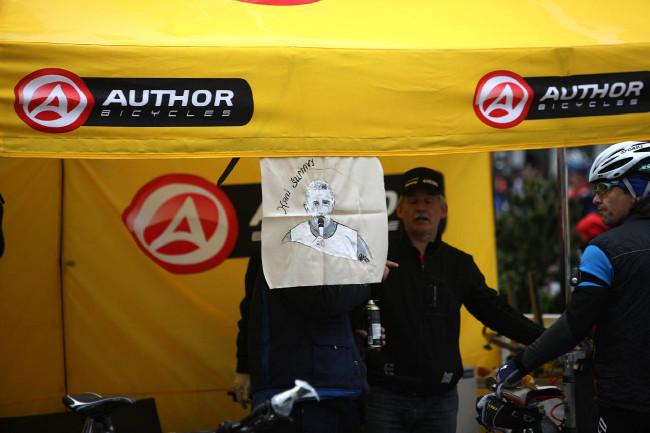 Král Šumavy 2013 Author stánek na náměstí připomínal Františka