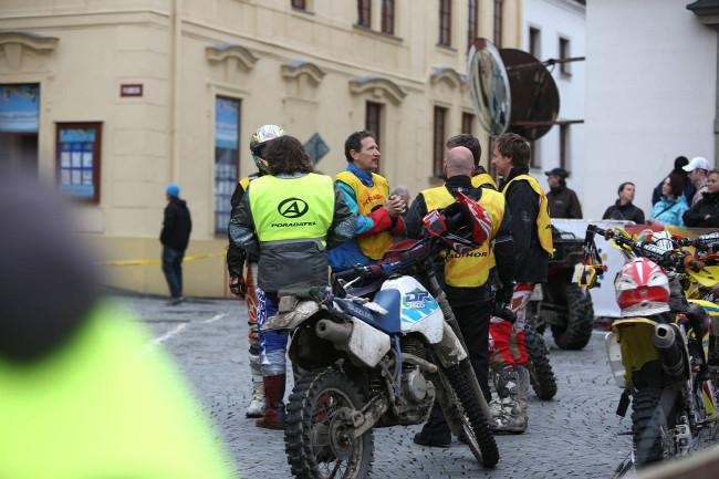 Král Šumavy 2013 srocení motorkářů před startem