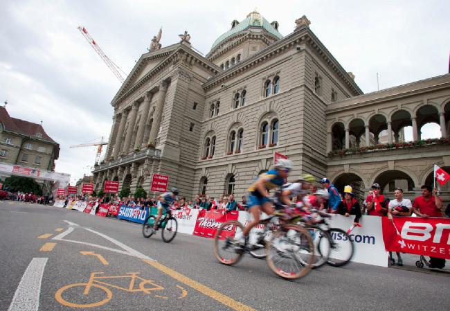 Budova parlamentu opět svědkem evropské cyklistiky