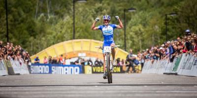 Kateřina Nash vyhrává závod světového poháru