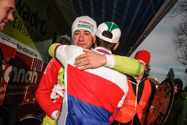 MCŘ v cyklokrosu, Loštice 2014: gratulace od kamaráda a týmového parťáka Radka Šimůnka