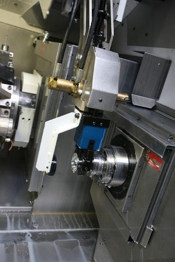 Remerx - Robotická ruka odebírá hotové tělo, které následně putuje do výstupní části stroje