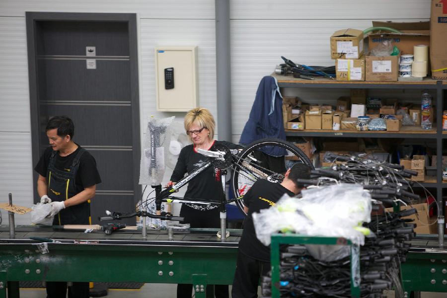 Na návštěvě v Leader Foxu - pásová výroba