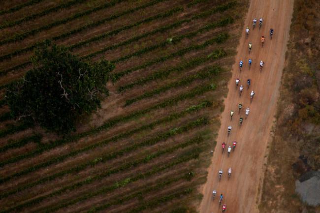 Cape Epic 2014 - obrázky z letadla fotil Gary Perkin, dvorní fotograf Světového poháru MTB než jeho roli převzal Michal Červený
