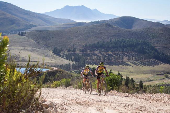 Cape Epic 2014 - Kristián s Robertem v páté etapě dotahují ztrátu způsobenou defektem