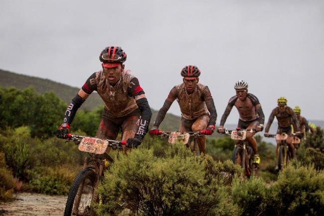 Cape Epic 2014 - Lukas Flückiger z BMC, od kterého se asi čekalo trochu víc