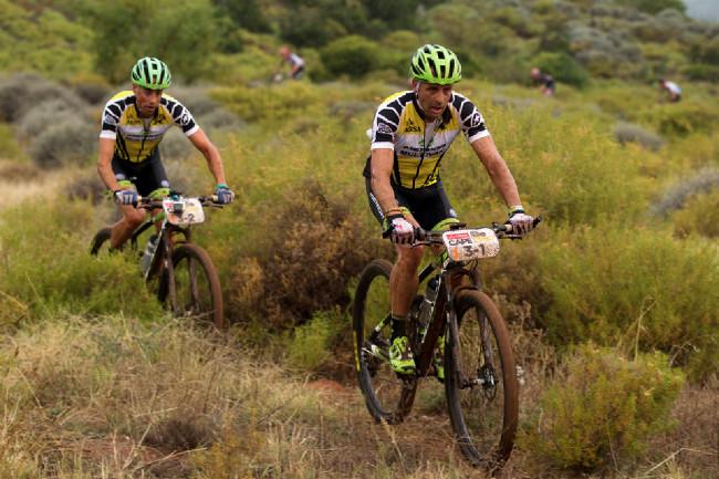 Cape Epic 2014 - žlutý trikot nepřinesl Josemu štěstí, měl alergický záchvat a málem nedojel