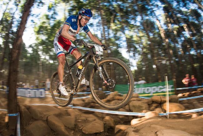 Julien Absalon na těžké a neoblíbené trati stíhá