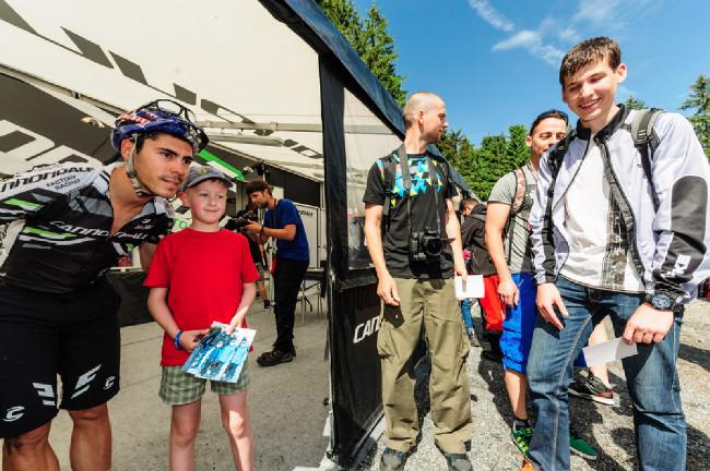 Marco Aurelio Fontana vždy ochotný zapózovat s dětmi