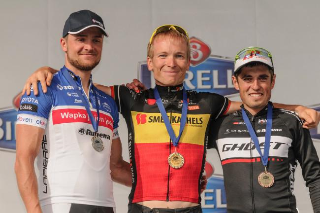 Nejrychlejší tři celkově: van der Aelbroeck, Tvrdík a Kaněra