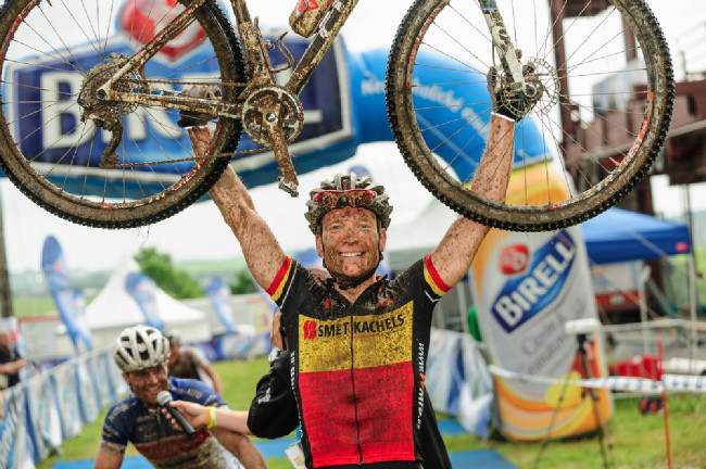 Belgičan Michiel van der Aelbroeck vyhrál maraton