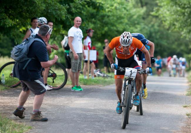 Nejtěžší stoupání v posledním kole, van der Heijden za to bere....
