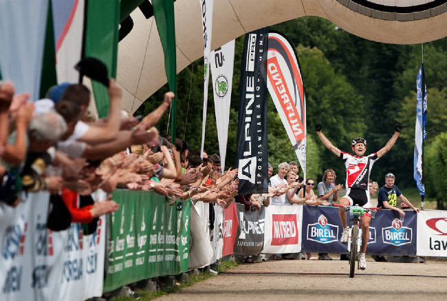 Drásal 2014: Jan Jobánek se blíží do cíle premiérového ročníku Obr Drásala na 175 km
