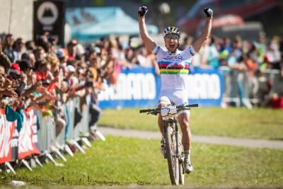 Nino Schurter vítězí potřetí v řadě