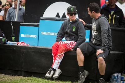 zklamaný Troy Brosnan finálový závod neustál