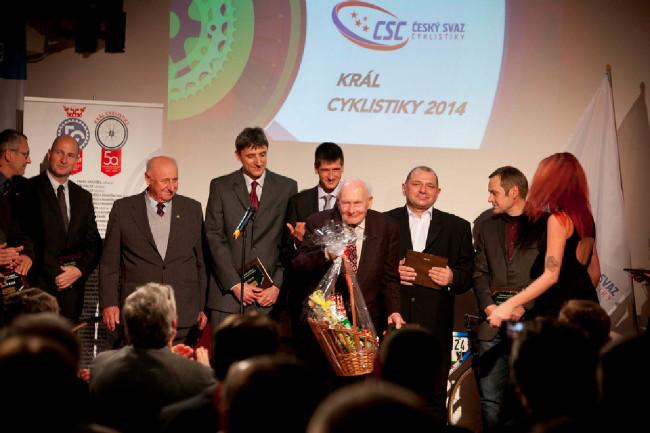 Král cyklistiky 2014 - Čestná uznání ČSC dostalo mnoho lidí, někteří si to snad ani nezaslouží.... Vlastimil Bartoš, devadesátiletý účastník prvního ročníku Závodu Míru určitě ano!