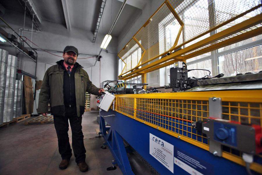 Remerx - Antonín Remeš u ovládacího panelu zeslabovačky