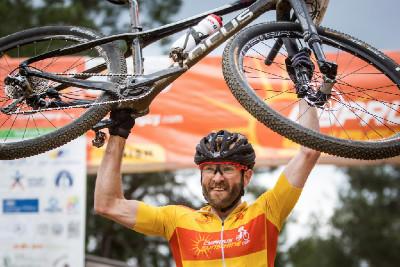 Florian Vogel slaví etapové i celkové vítězství