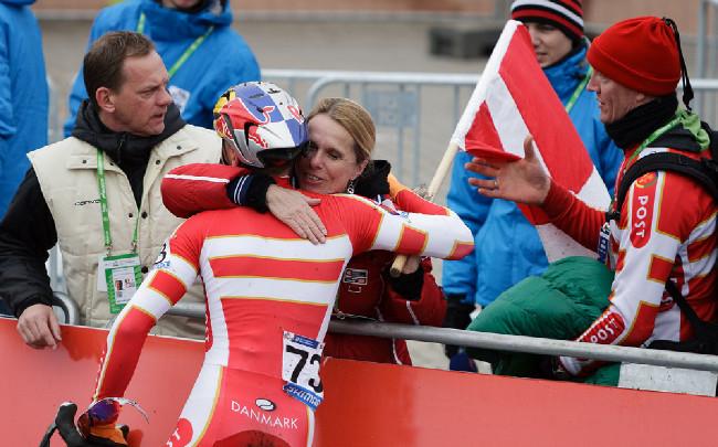 První, koho junior Andreassen objal byla maminka....