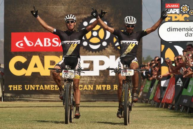 Vítězové 4. etapy domácí bikeři Philip Buys a Matthys Beukes