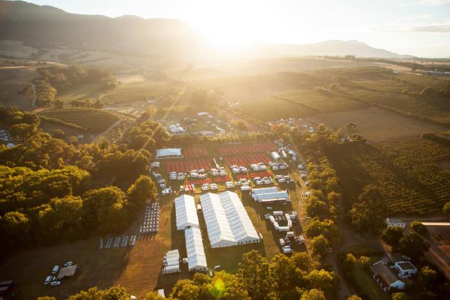 Zázemí 1. etapy Cape Epic 2015 v Oak Valley Wine Estate ve městečku Elgin