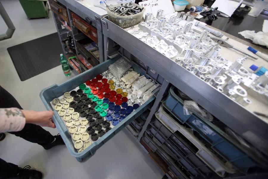 Na návštěvě v Goldfren - CNC výroba nabízí i barevné zátky pístků kotoučových třmenů