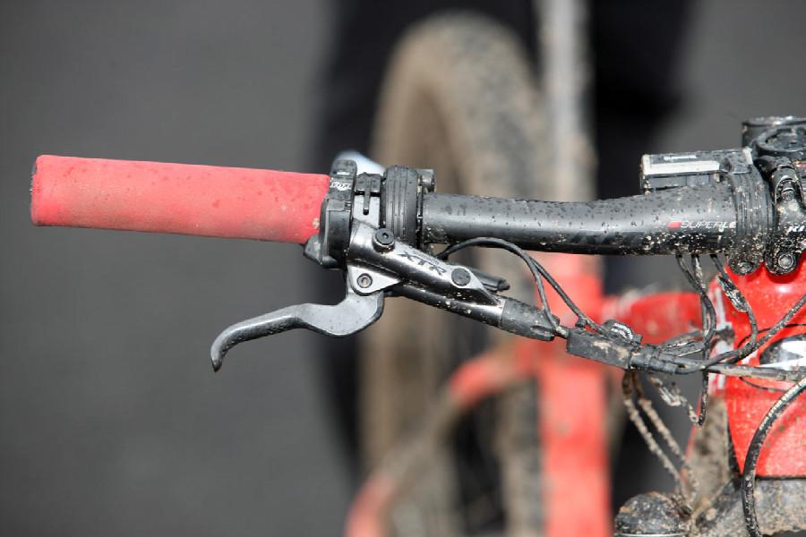 Stockli Beryll RSC Jolandy Neff - řadící ůstrojí na pravé ruce