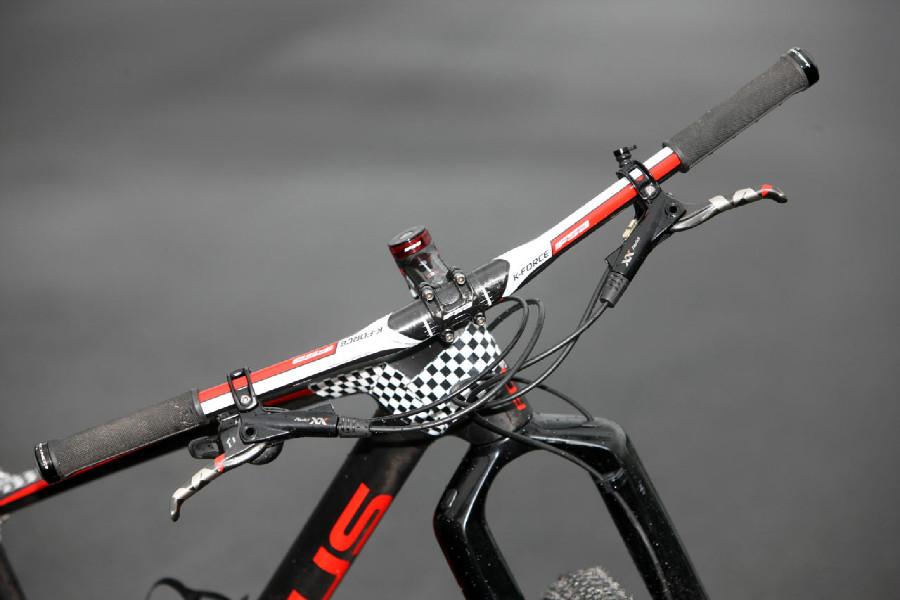 Focus prototyp Floriana Vogela - karbonový kokpit FSA